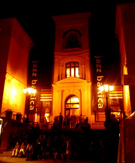 Der Eingang zum Herrenhaus
