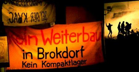 Der Bauzaun in Brokdorf. Neben Gorleben ein Brennpunkt der gewalttätigen Auseinandersetzungen.