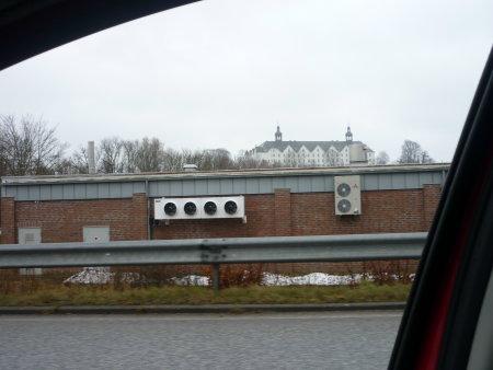 Ansicht des Schlosses über den LIDL Markt hinweg
