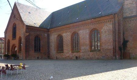 standplatz direkt an der Kirche
