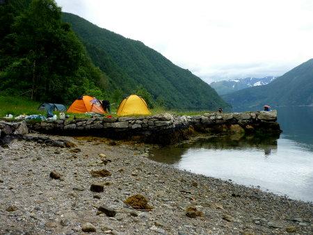 Lagerplatz am Fjaerlandfjord