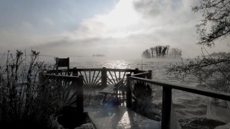 Aussichtsplattform im See