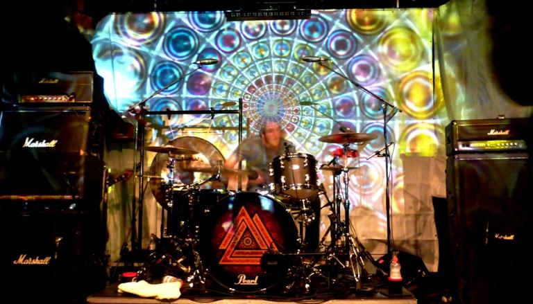 Kurtis Smith, am Schlagzeug schneller als das Licht.